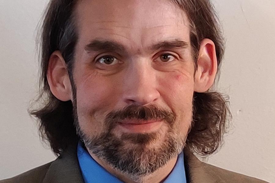 Greg Thomas headshot